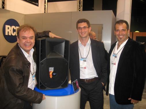 Juan Perches (Hermes) con Luca Agazzi y Oscar Mora de RCF